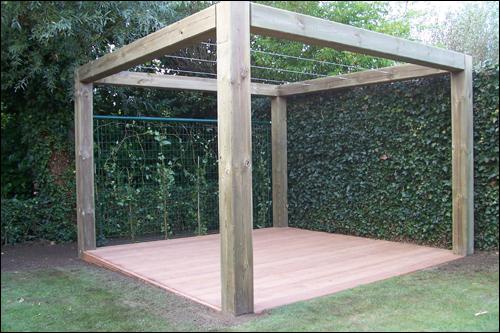 Houten bouwwerken van de vyver tuinaanleg - Voorbeeld van houten pergola ...
